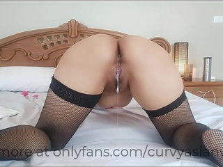 Asian pussy takes a pill creampie